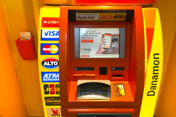 indonesia-atm-cashing1